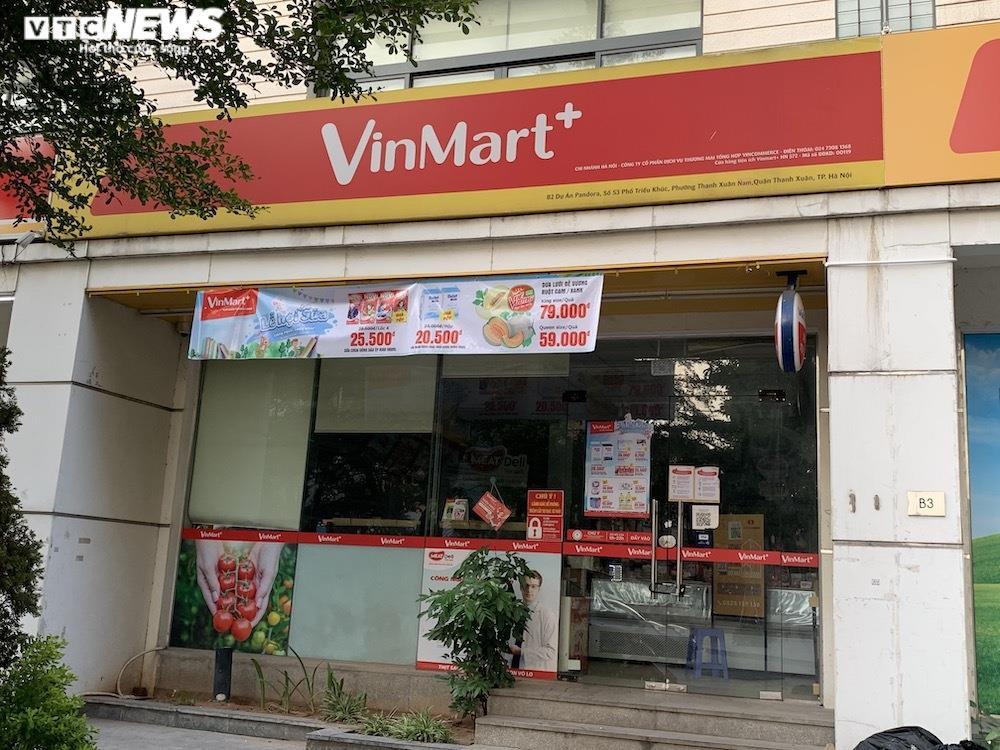 Sau sự cố liên quan ca F0, khách vẫn mua sắm đông đúc tại chuỗi siêu thị Vinmart - 3