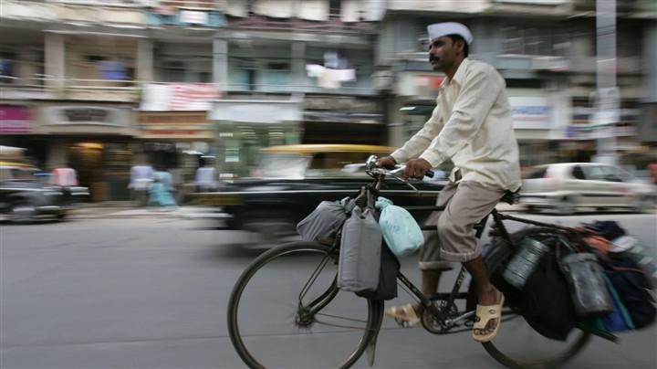 Mạng lưới giao đồ ăn 130 năm tuổi ở Ấn Độ trong đại dịch - 1
