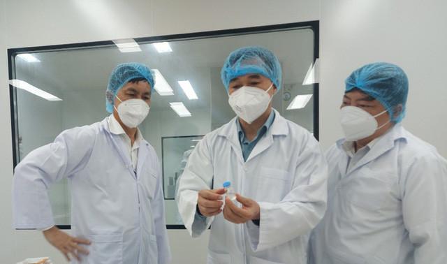 Bộ Y tế mong muốn Việt Nam sớm có vắc xin do trong nước sản xuất - Ảnh 1.