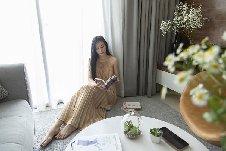 Mai Thanh Hà khoe vẻ đẹp trong veo khi ở nhà trong những ngày giãn cách