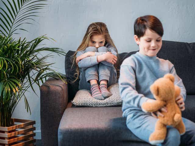 Đứa trẻ hay ghen tị và thích so sánh khiến quá trình trưởng thành bị cản trở, cha mẹ nên làm gì?-3