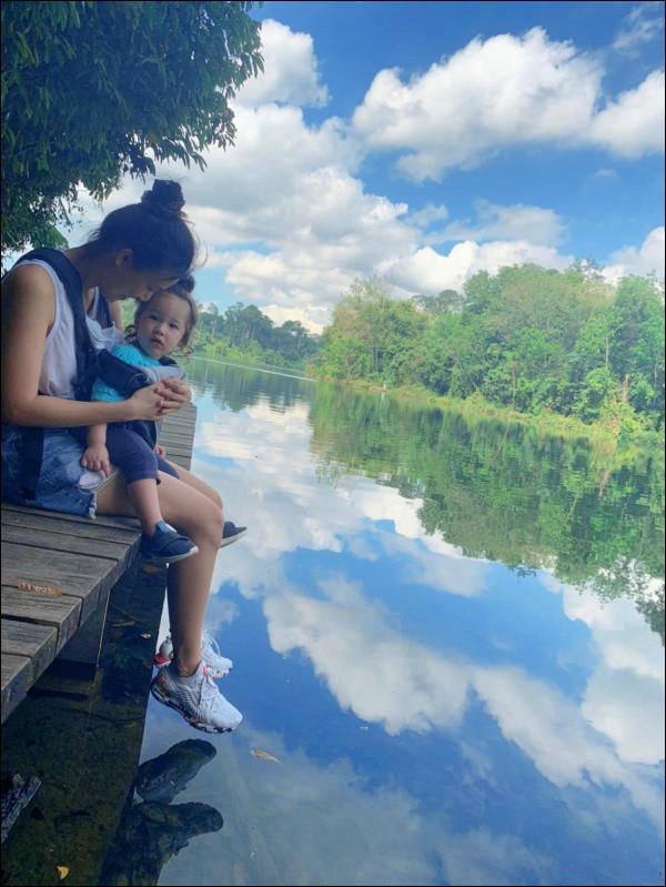 Quý tửlai Tây nhà MC Hoàng Oanh chưa đầy 1 tuổi đã biết chạy, luôn vui vẻ, tự tinnhờ cách chăm sóc và giáo dục của mẹ-4
