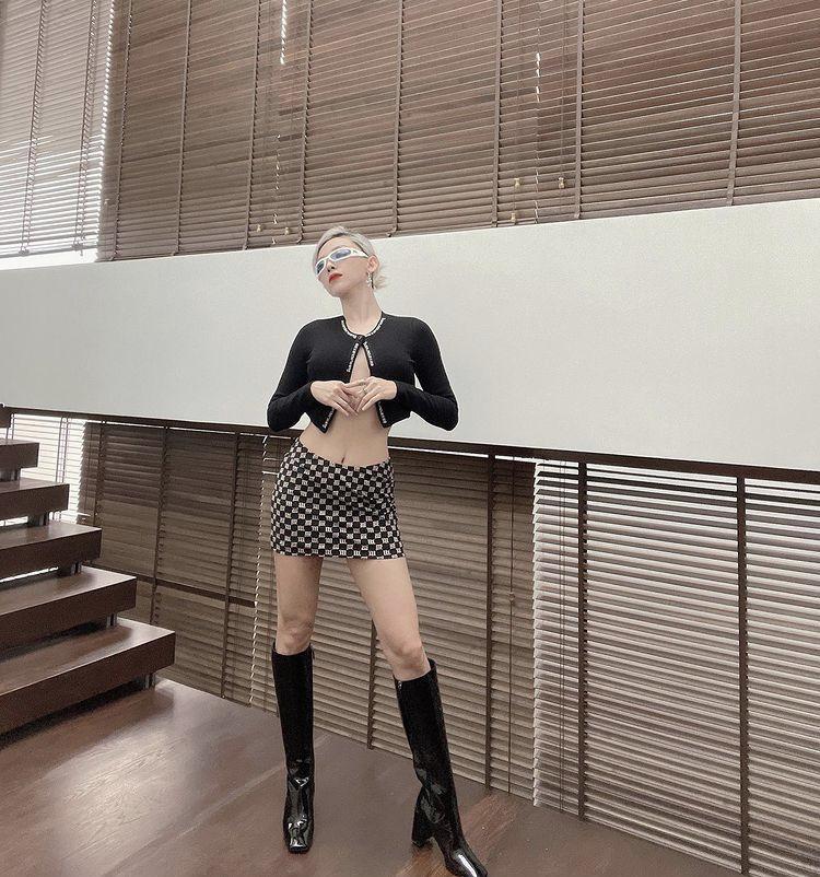 Chi Pu, Bella Hadid diện mốt áo cài 1 cúc: Người lộ nội y - nàng phô điểm nhạy cảm-3