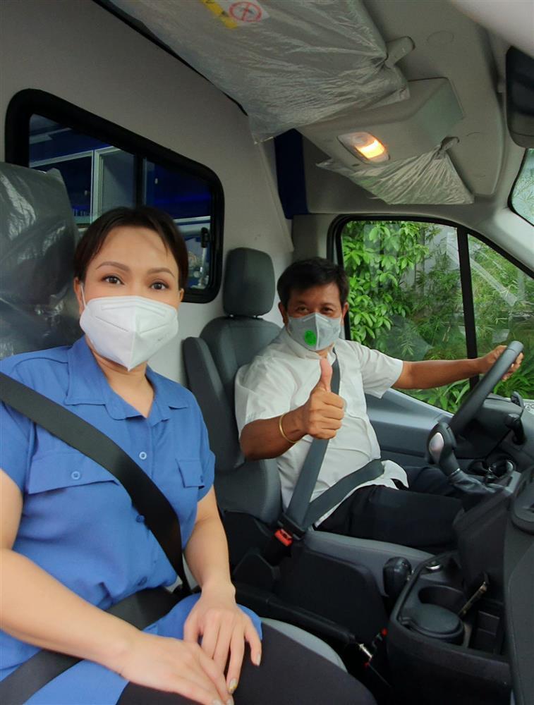 Nói là làm, Việt Hương chính thức tặng xe cứu thương gần 2 tỷ-2