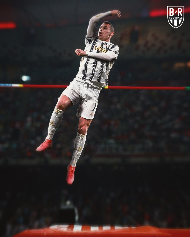 Kỷ lục gia nhảy cao Cristiano Ronaldo.