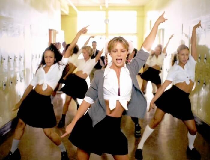 Britney Spears đi trước thời đại: Gen Z chuộng mốt 2 thập kỷ trước-1