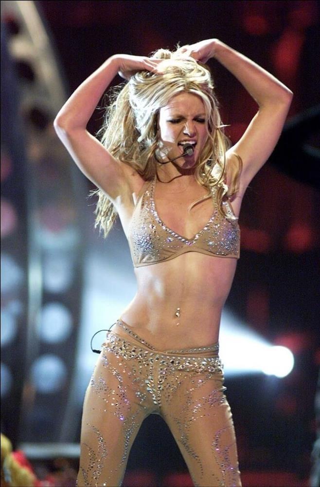Britney Spears đi trước thời đại: Gen Z chuộng mốt 2 thập kỷ trước-16