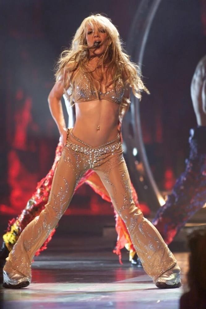 Britney Spears đi trước thời đại: Gen Z chuộng mốt 2 thập kỷ trước-17