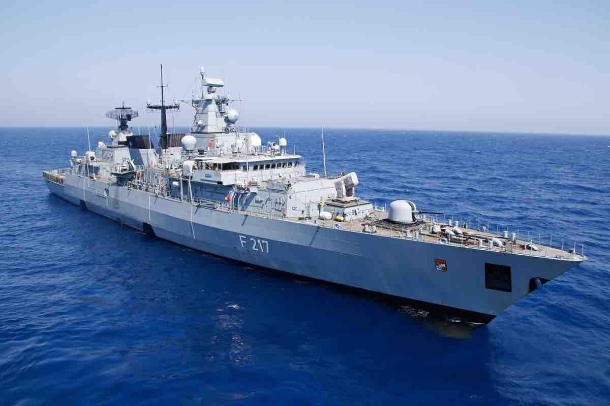 Có gì trên chiến hạm Đức đến Biển Đông?