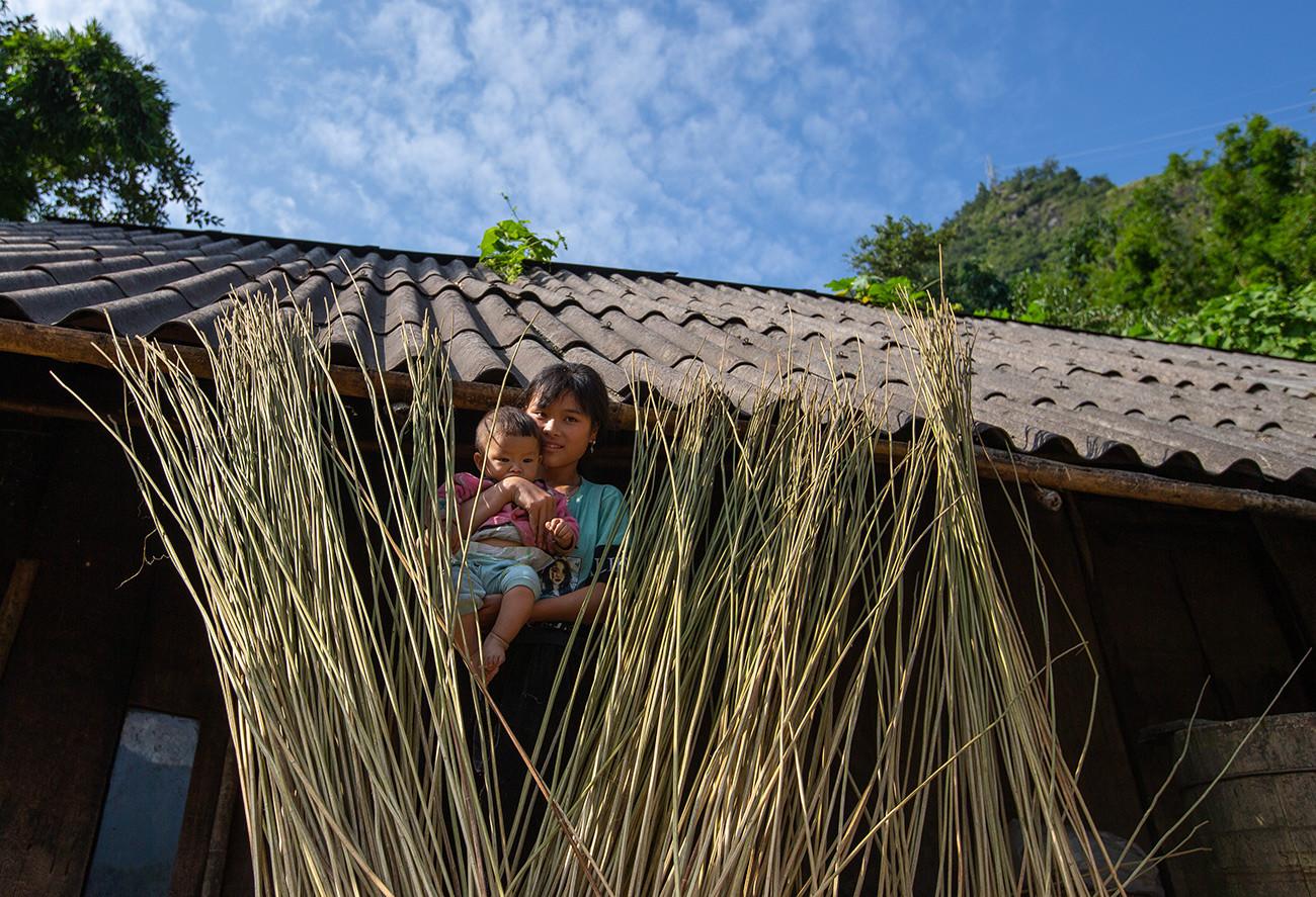 Người Mông Sa Pa vào mùa thu hoạch cây lanh, dệt vải - 2