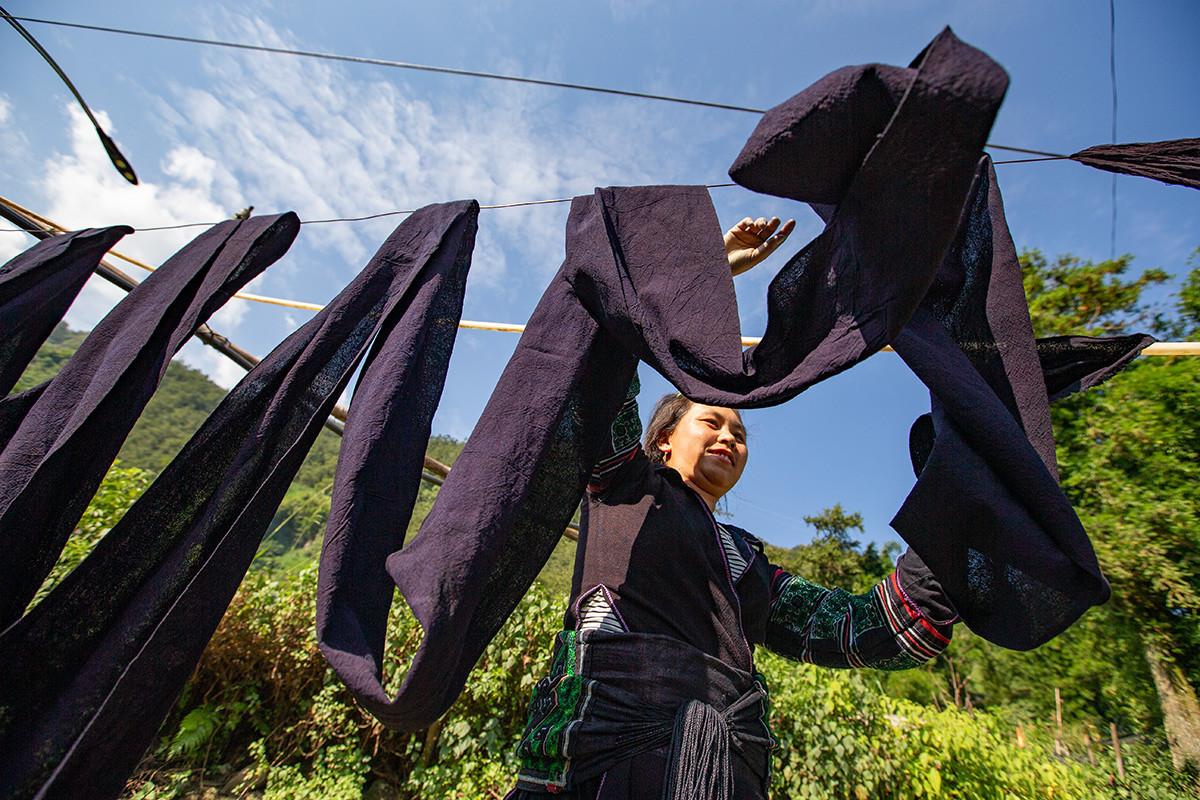 Người Mông Sa Pa vào mùa thu hoạch cây lanh, dệt vải - 8