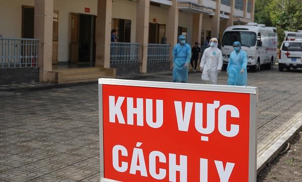 Hot: Bộ Y tế giảm ngày cách ly tập trung với người nhập cảnh tiêm đủ liều vaccine COVID-19, xét nghiệm âm tính - Ảnh 1.