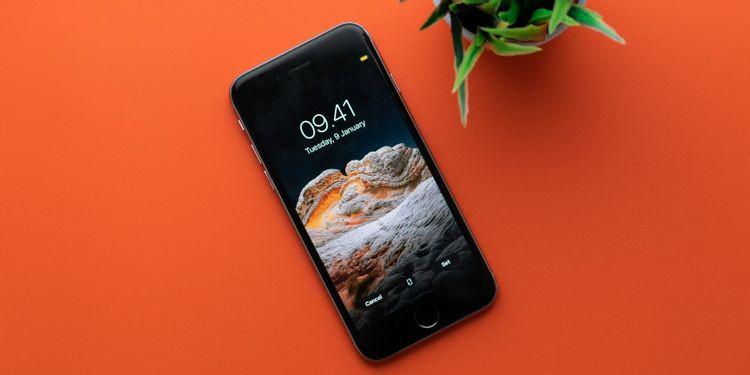 Smartphone đã tiến rất xa trong thế kỉ 21. Bắt đầu từ HTC Dream và iPhone 3G, những chiếc điện thoại đã phát triển vượt mặt, đến mức có thể hoạt động như một chiếc máy tính theo đúng nghĩa đen.