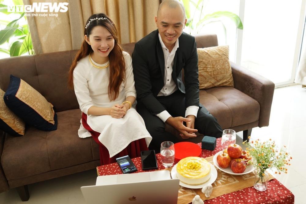 Cưới online giữa mùa dịch, họ hàng đôi bên chúc phúc qua màn hình - 6