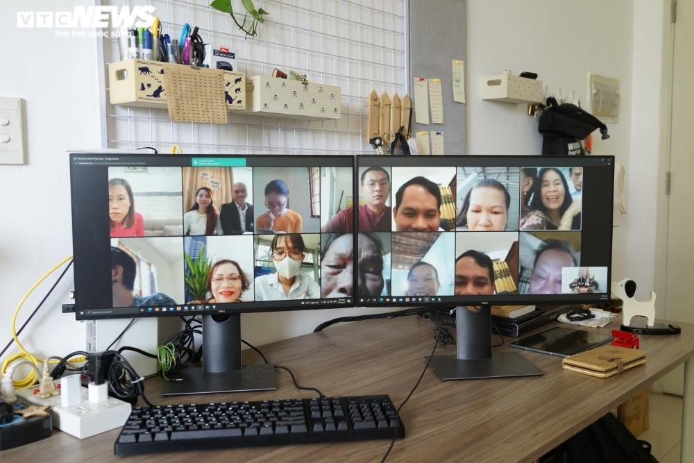 Cưới online giữa mùa dịch, họ hàng đôi bên chúc phúc qua màn hình - 1