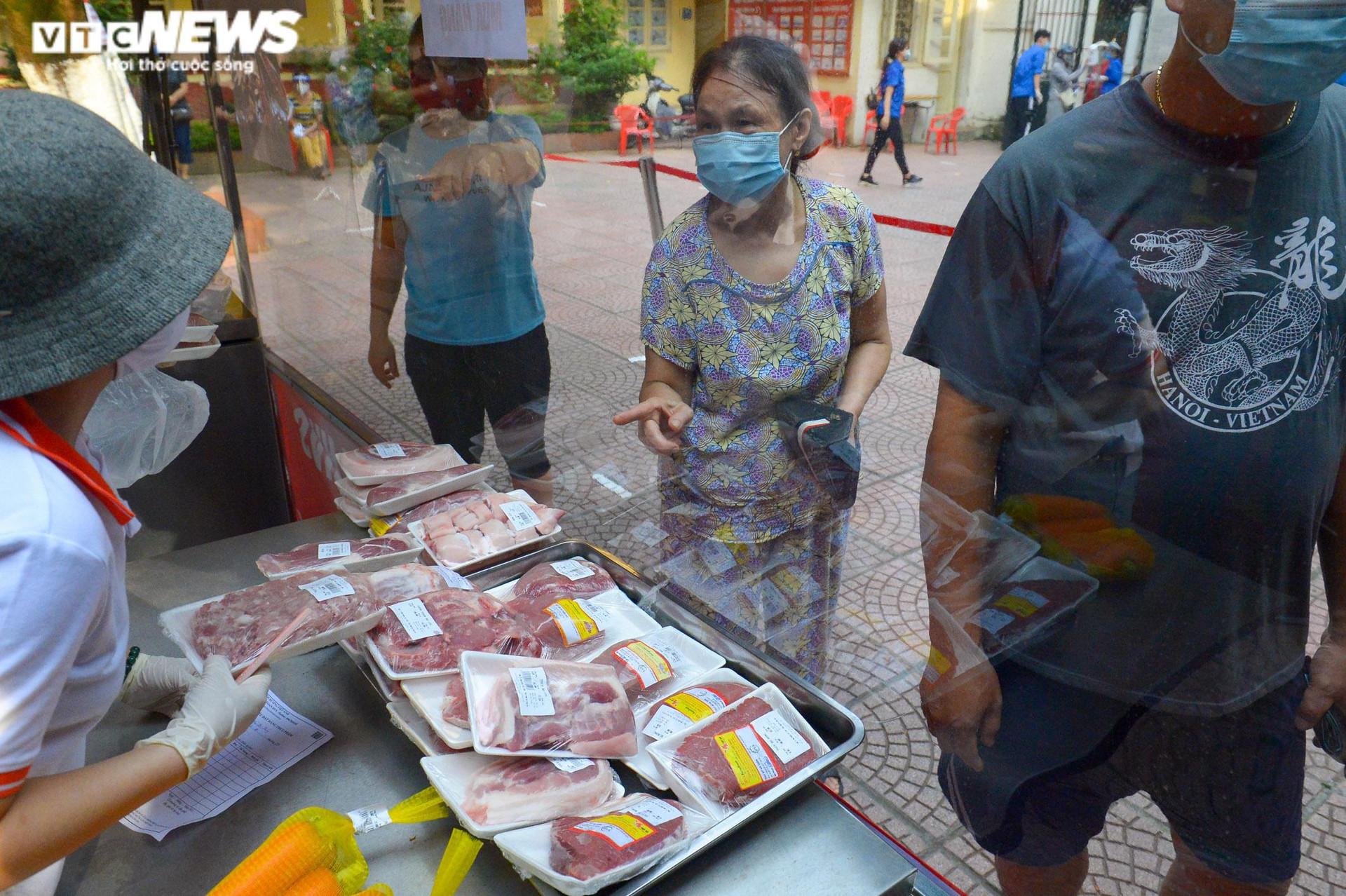 Bên trong điểm bán hàng lưu động mở ngay giữa sân trường ở Hà Nội - 11