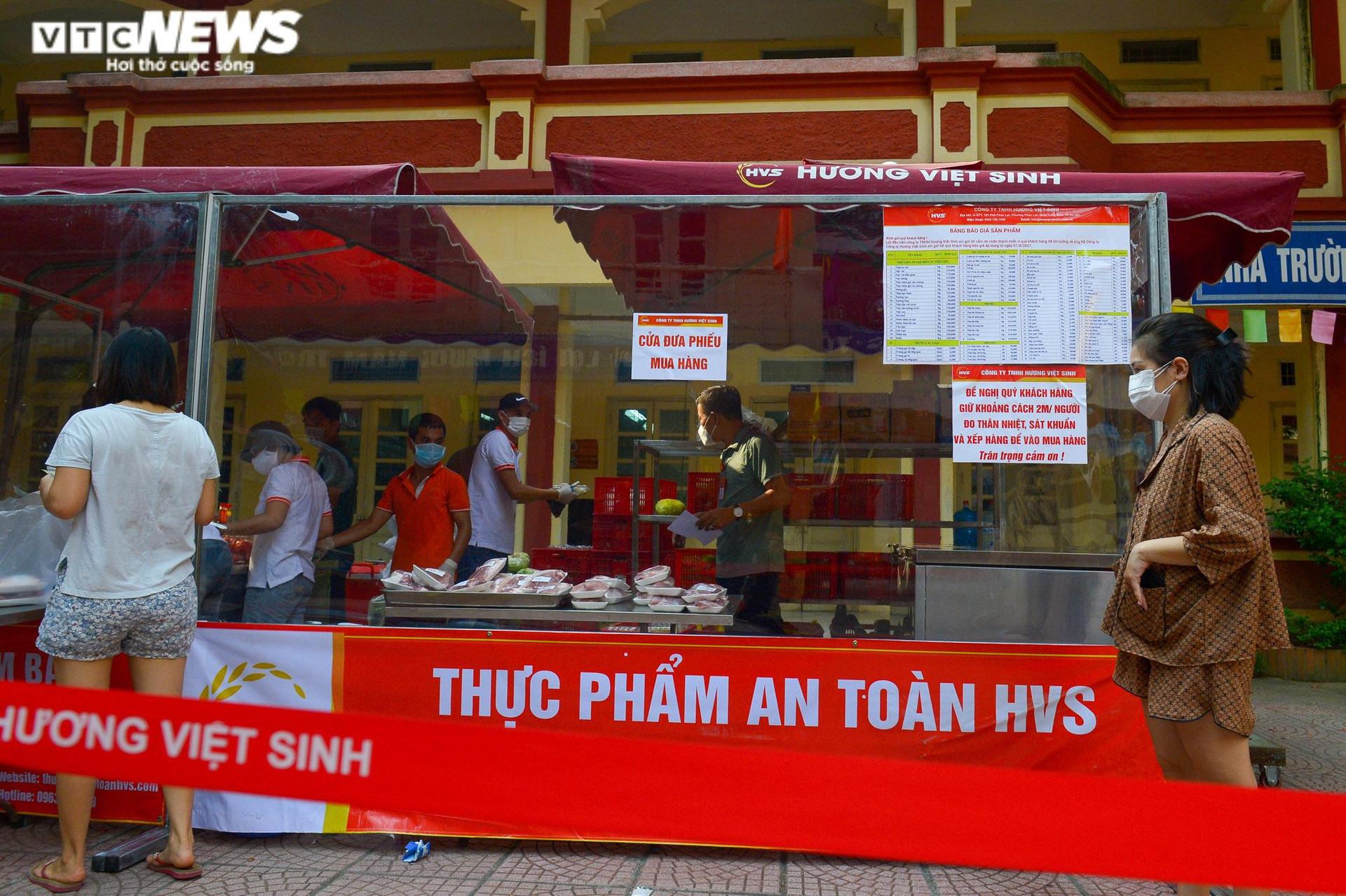 Bên trong điểm bán hàng lưu động mở ngay giữa sân trường ở Hà Nội - 10