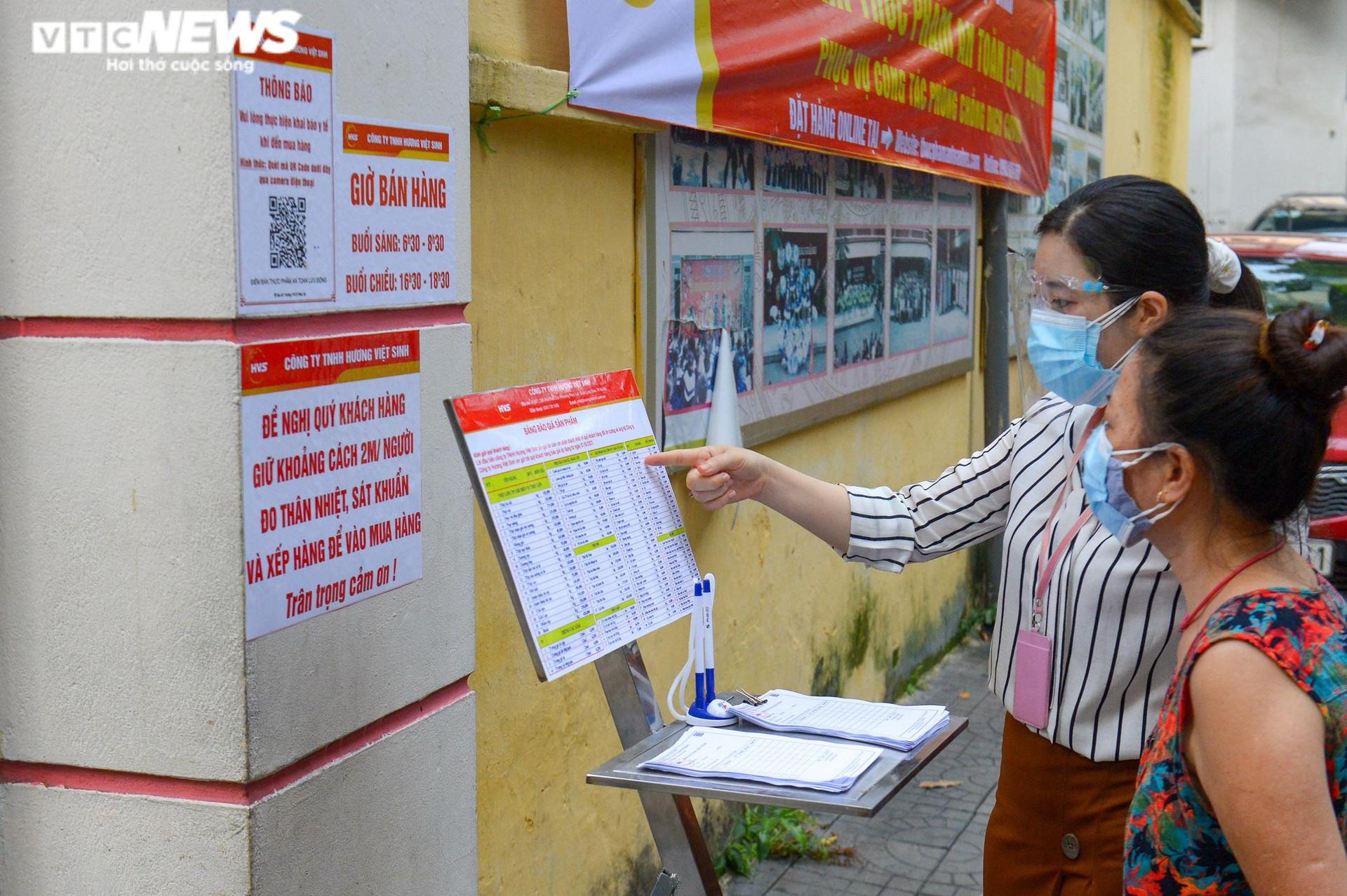 Bên trong điểm bán hàng lưu động mở ngay giữa sân trường ở Hà Nội - 5