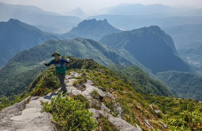 10 đỉnh núi cao nhất Việt Nam hút giới xê dịch - 4
