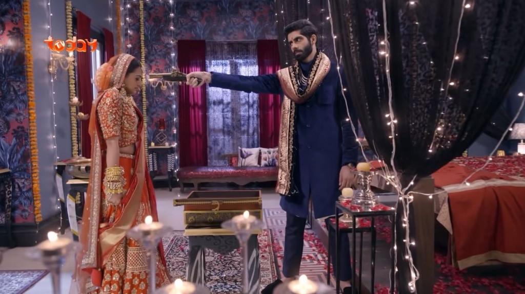 Cảnh sát Kabir đột nhập vào nhà để cướp cô dâu Riddhima ngay trong hôn lễ