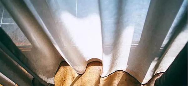 Rèm cửa không cần phải tháo ra giặt, mách bạn mẹo này chúng sẽ được làm sạch chỉ trong 3 phút-3
