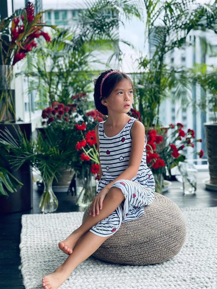 Con gái Đoan Trang tạo dáng xuất thần, xả dáng vẫn đẹp như thơ-1
