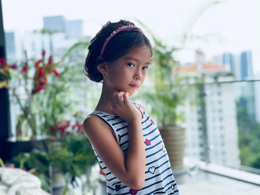 Con gái Đoan Trang tạo dáng xuất thần, xả dáng vẫn đẹp như thơ-4
