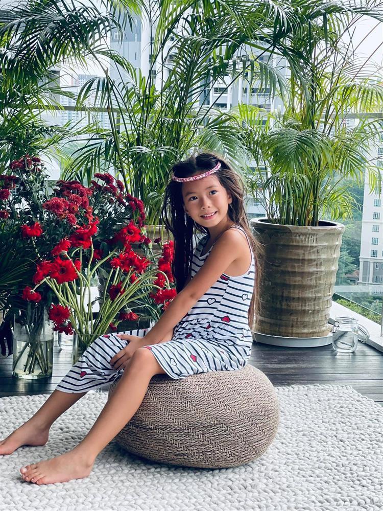 Con gái Đoan Trang tạo dáng xuất thần, xả dáng vẫn đẹp như thơ-6