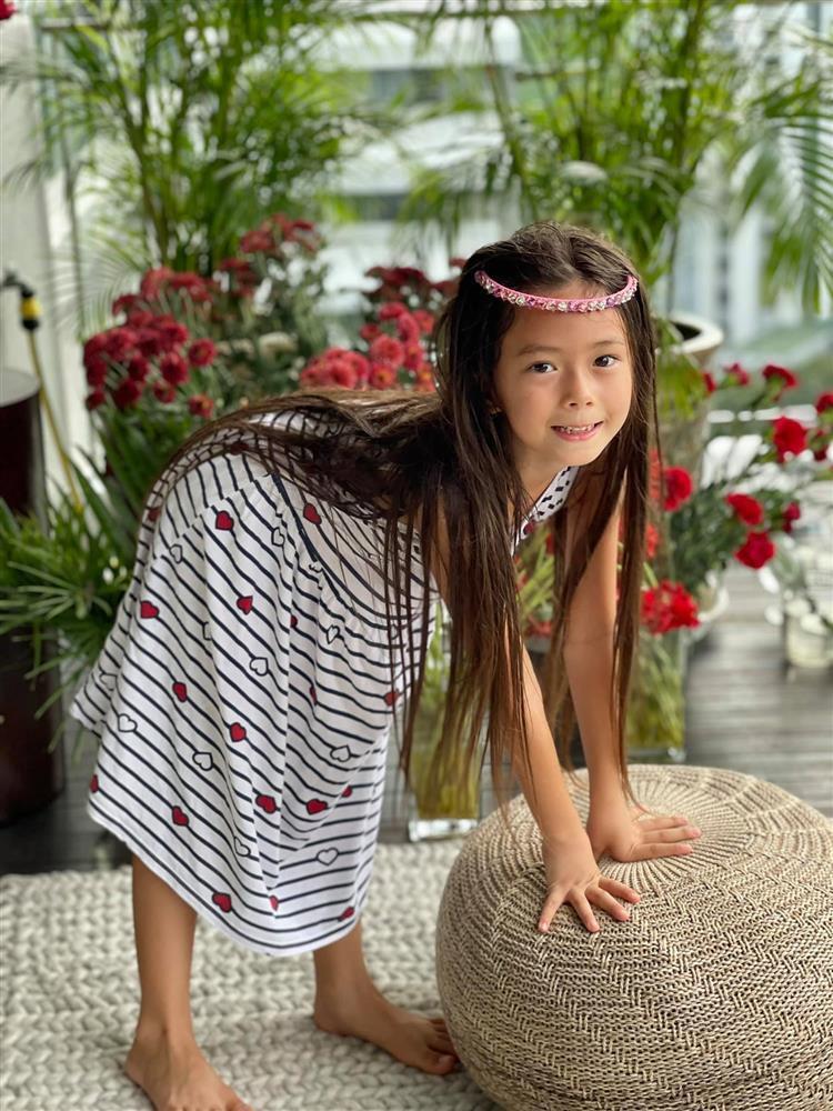 Con gái Đoan Trang tạo dáng xuất thần, xả dáng vẫn đẹp như thơ-7