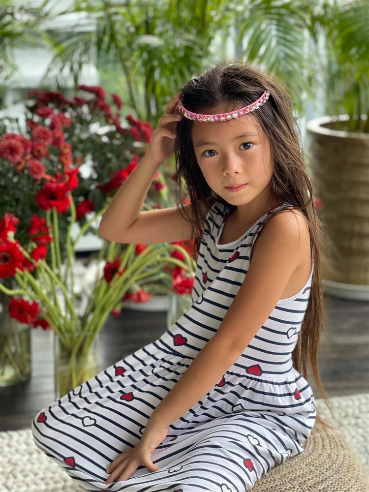 Con gái Đoan Trang tạo dáng xuất thần, xả dáng vẫn đẹp như thơ-8