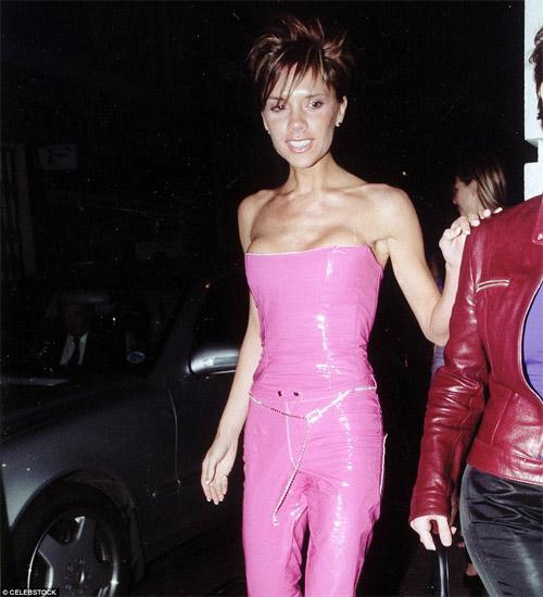 Fashion icon như bà xã Beckham cũng có lúc mặc xấu như búp bê ma-7
