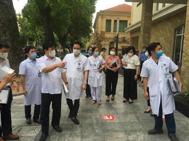 4 bệnh viện là Trung tâm hồi sức tích cực vùng của Hà Nội phải chuẩn bị ngay oxy, khí nén, nhân lực - Ảnh 1.