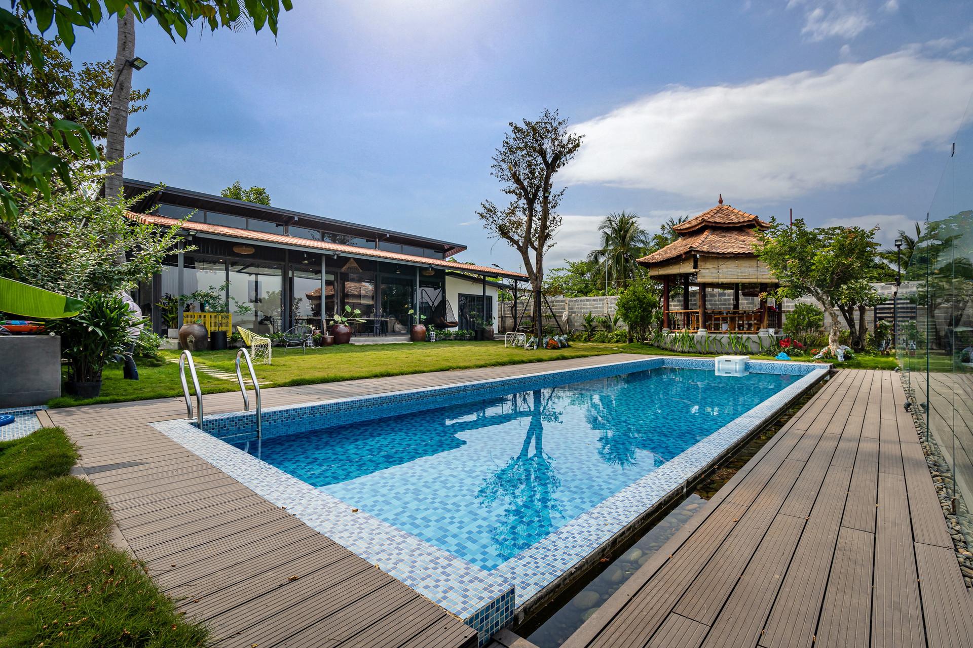 Xây nhà vườn có bể bơi né dịch, chàng trai tự thiết kế rẻ và đẹp lung linh - 1