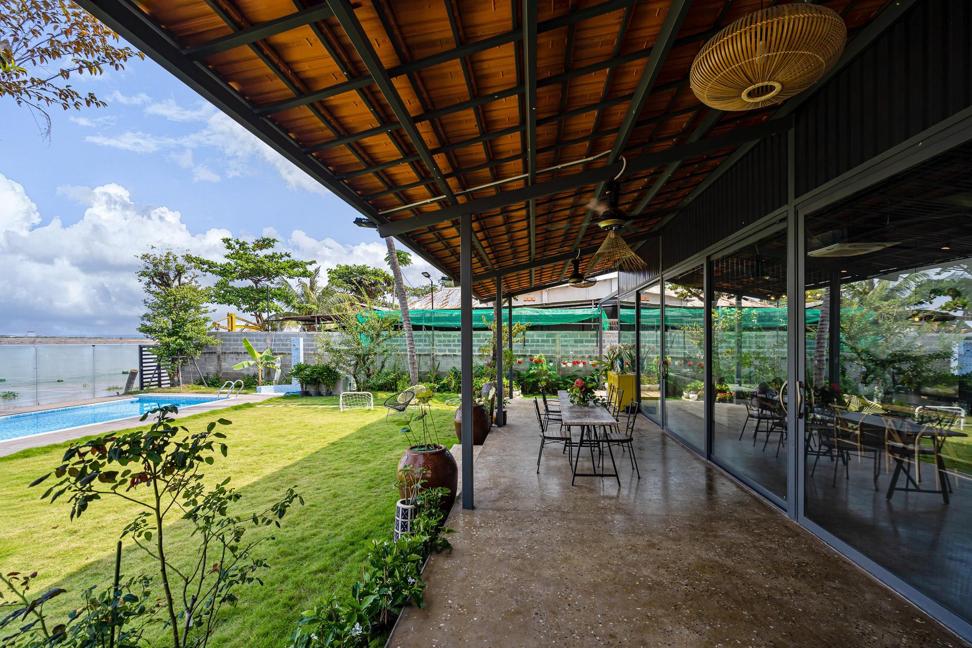Xây nhà vườn có bể bơi né dịch, chàng trai tự thiết kế rẻ và đẹp lung linh - 2