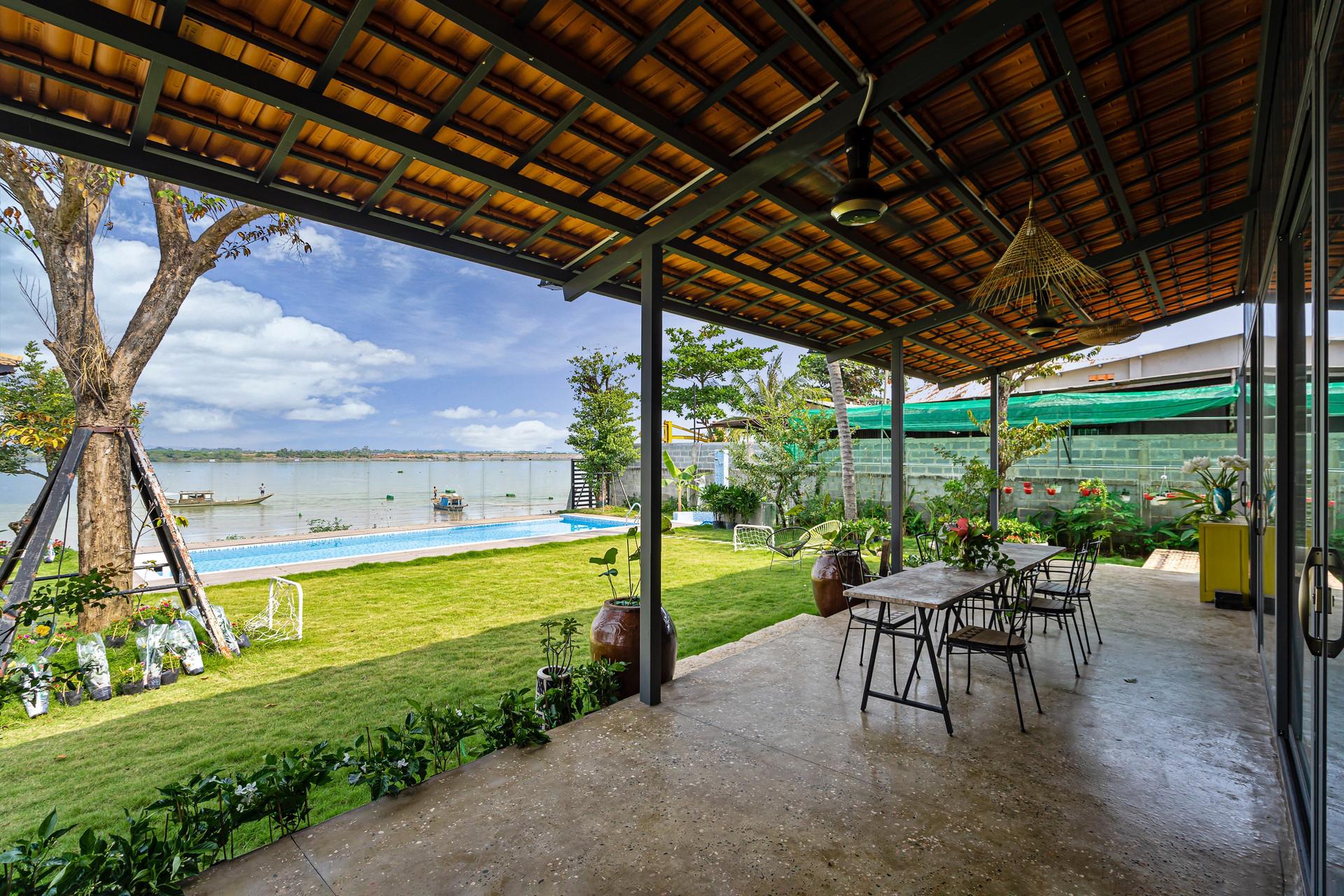 Xây nhà vườn có bể bơi né dịch, chàng trai tự thiết kế rẻ và đẹp lung linh - 4