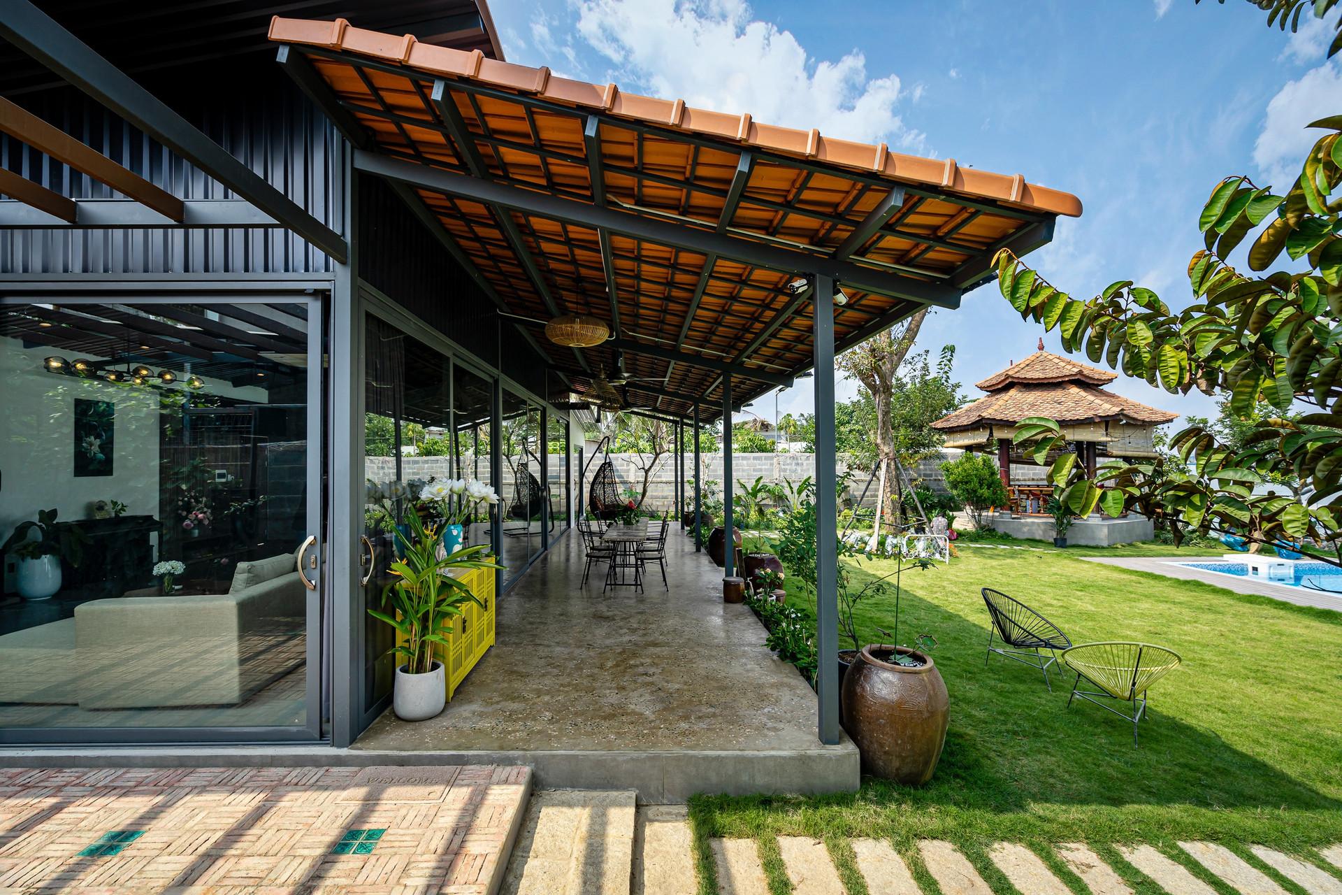 Xây nhà vườn có bể bơi né dịch, chàng trai tự thiết kế rẻ và đẹp lung linh - 7