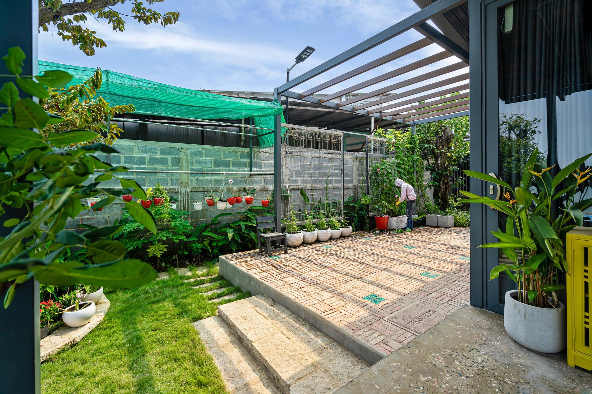 Xây nhà vườn có bể bơi né dịch, chàng trai tự thiết kế rẻ và đẹp lung linh - 22