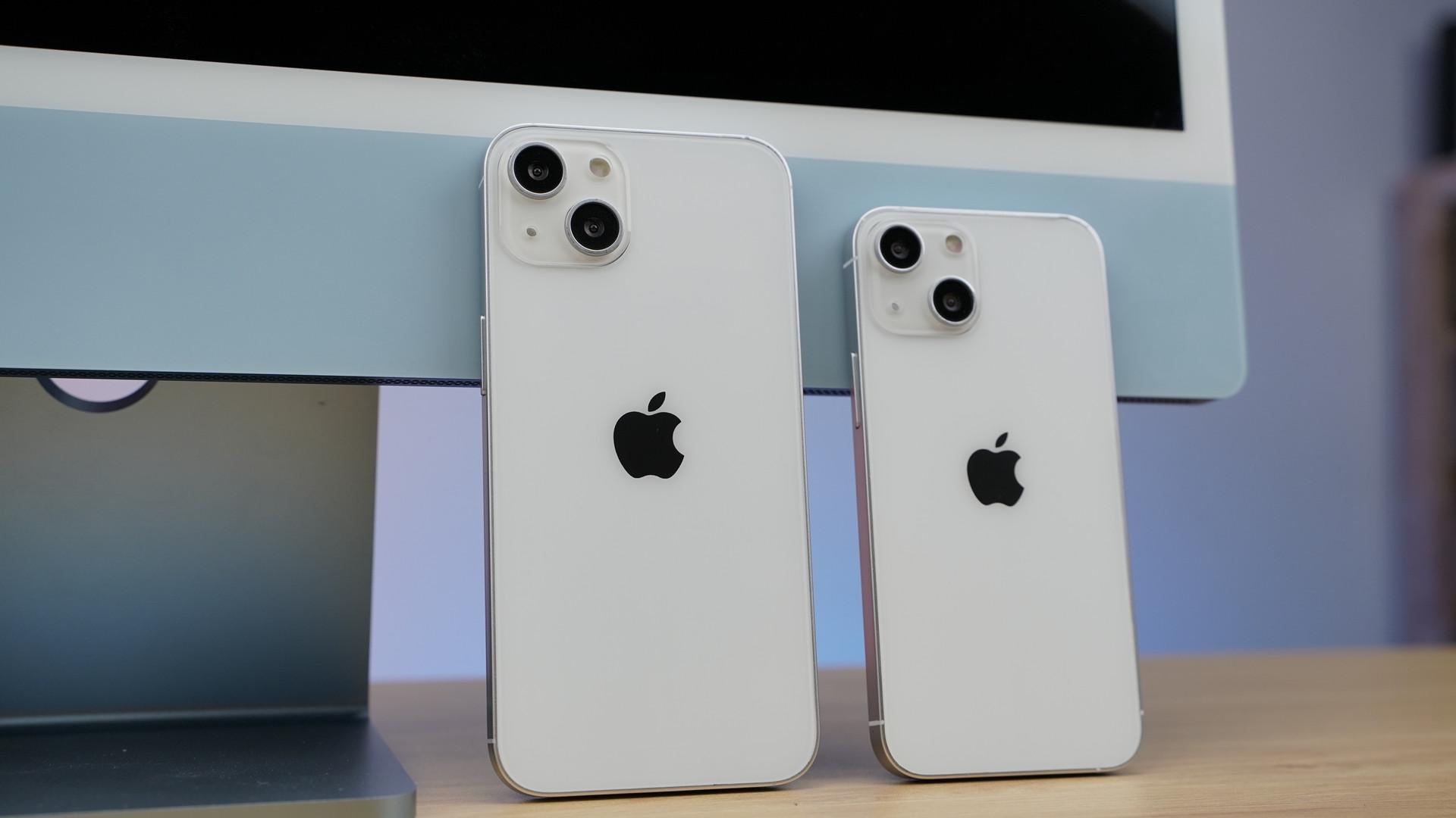 Cận cảnh mô hình 4 chiếc iPhone 13 tại Việt Nam - 10