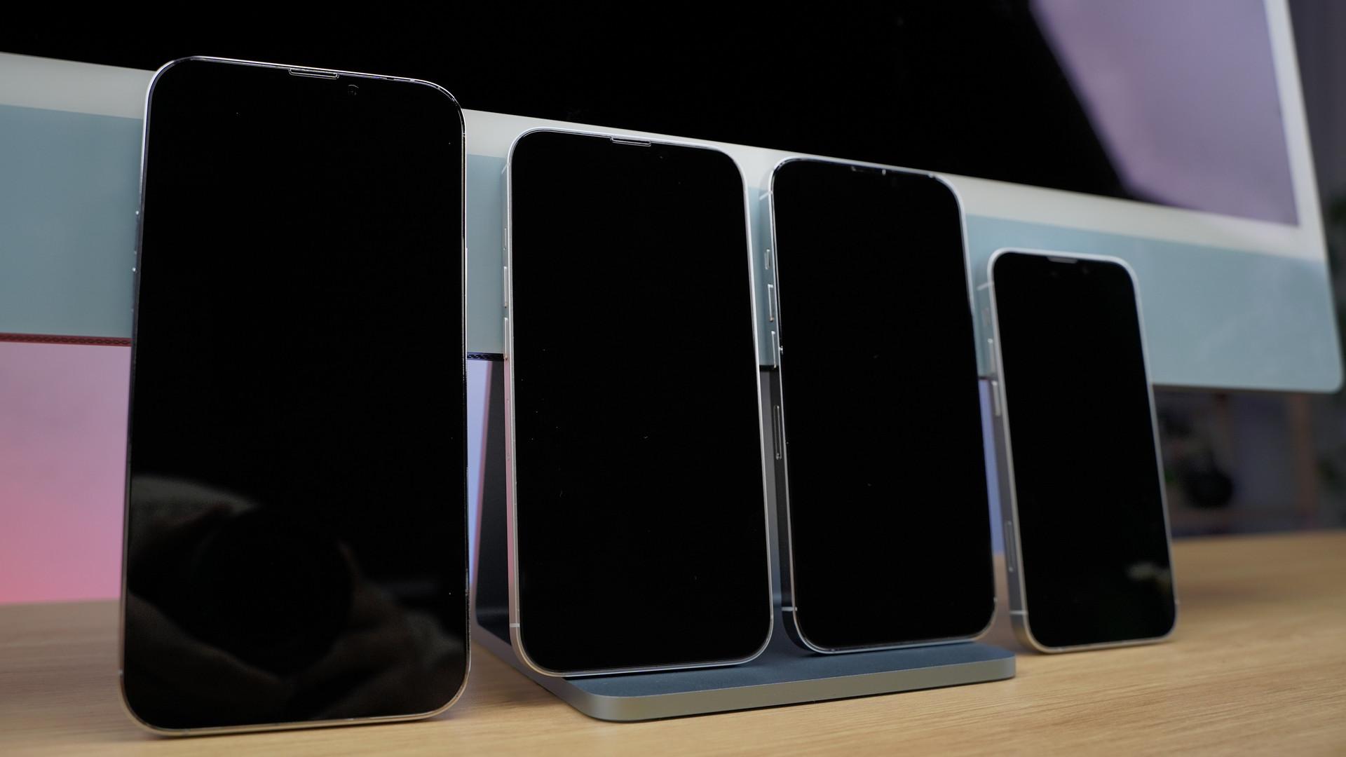 Cận cảnh mô hình 4 chiếc iPhone 13 tại Việt Nam - 7