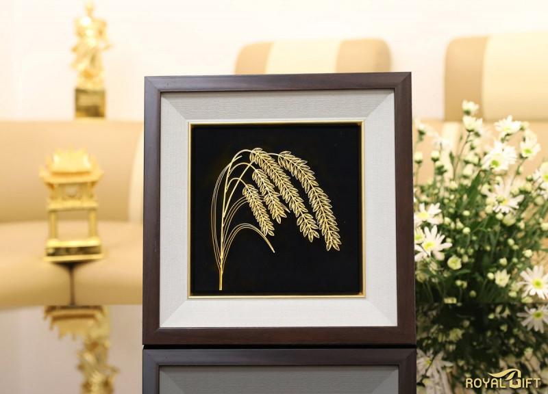 Tranh bông lúa mạ vàng được chế tác thủ công được nhiều người Hàn thích (ảnh Royal Gift)