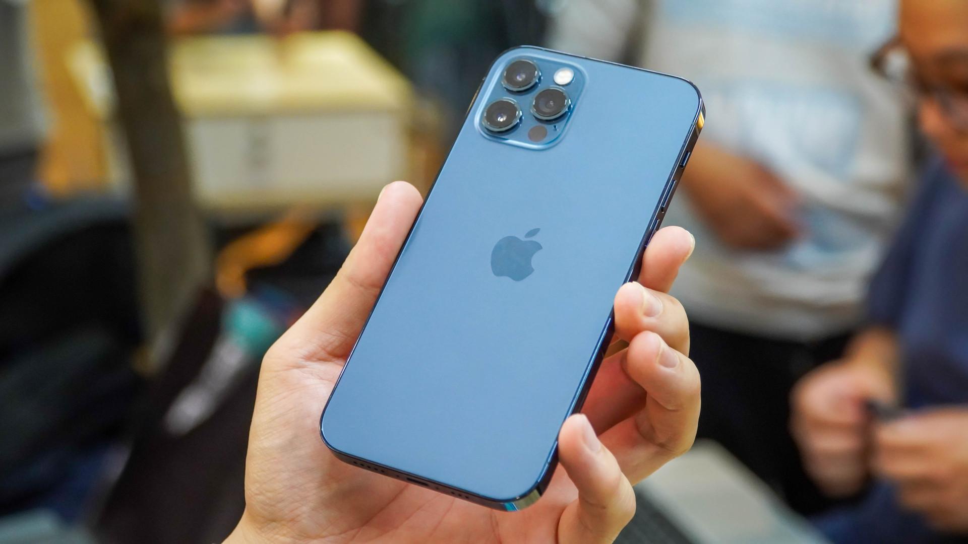 Loạt smartphone cao cấp đang giảm giá cả chục triệu đồng tại Việt Nam - 2