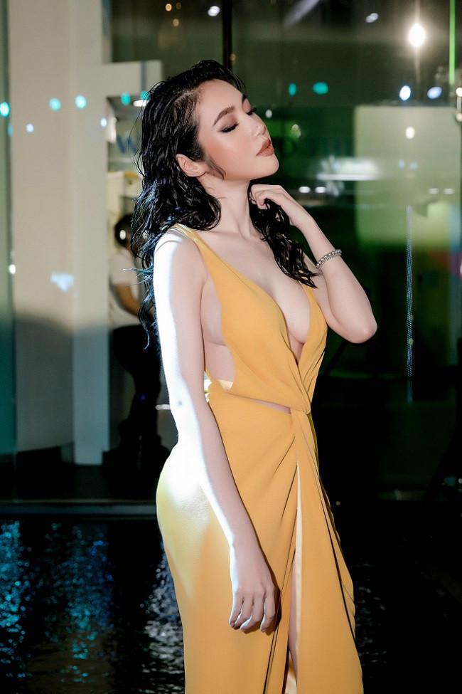 Hot girl Việt gây xôn xao trang mạng Trung Quốc vì gu mặc không phòng hộ táo bạo - 3