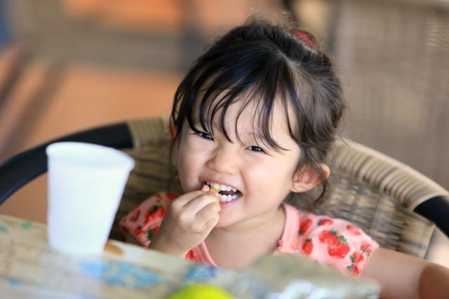Bác sĩ nhi khuyến cáo 3 loại thức ăn dễ cản trở xương phát triển, bố mẹ cần chú ý-3