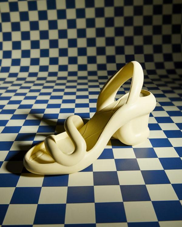 Độc đáo đôi dép được lấy cảm hứng từ rắn hổ mang - 4