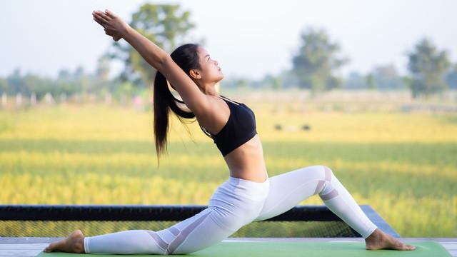 Ngay cả khi hoàn toàn khỏe mạnh, bạn vẫn được hưởng các lợi ích khi tập luyện từ Yoga bởi nó cải thiện sức bền, tính linh hoạt, sự phối hợp và phạm vi chuyển động.