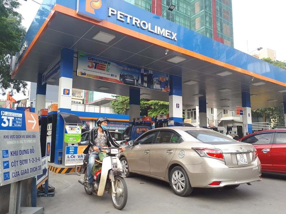 Giảm giá xăng dầu cho hàng chục triệu dân bị ảnh hưởng dịch bệnh
