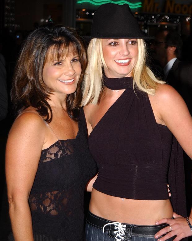 Sốc: Mẹ ruột Britney Spears từng chuốc thuốc mê lừa cho đi cai nghiện-2
