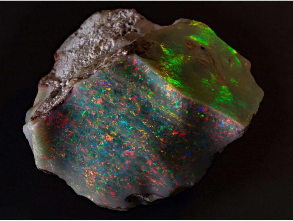 Đào trúng vật thể phát sáng trên núi, chàng trai ngỡ ngàng nhận ra nó là báu vật quý hiếm: Giá 13 tỷ VND - Ảnh 3.