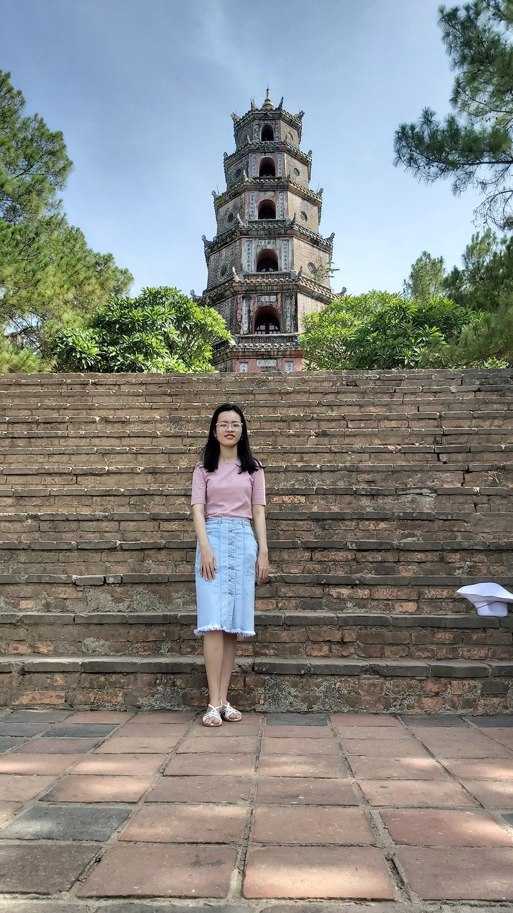Ngôi chùa cổ kính soi bóng trên dòng sông Hương mộng mơ - 3