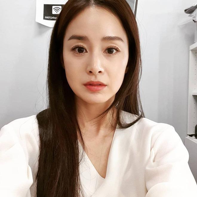 Bí quyết giữ làn da luôn trẻ đẹp tuổi tứ tuần của Kim Tae Hee-2